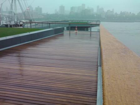 cumaru_decking_and_cumaru_railings_at_esplanade_in_nyc_-_pier_15.jpg