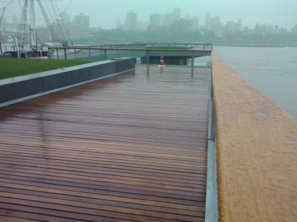 cumaru_decking_and_cumaru_railings_at_esplanade_in_nyc_-_pier_15.jpg