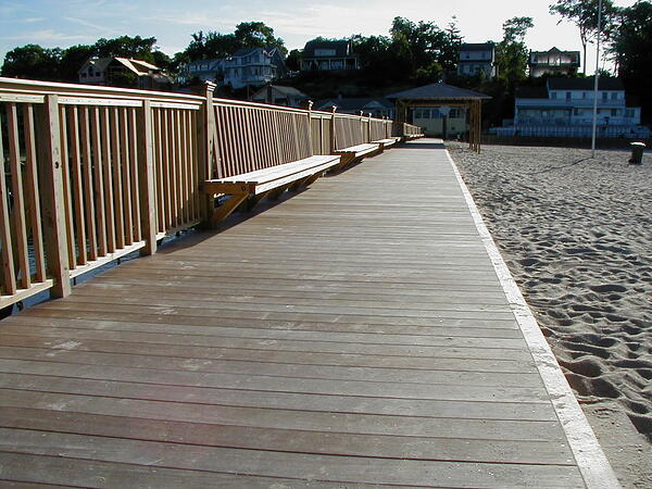 Ipe decking fastened with screws lasts longer and stays stronger