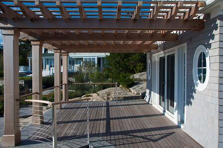 ipe_deck,_cable_rail_and_pergola.jpg