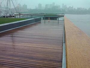 cumaru_decking_and_cumaru_railings_at_esplanade_in_nyc_-_pier_15