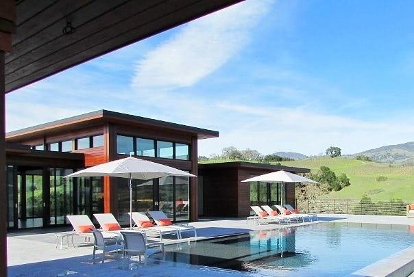 Ipe_rain_screen_overlooking_Californias_wine_country-344347-edited