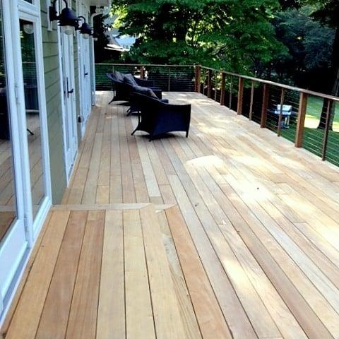 Backyard Garapa Deck with wicker chairs