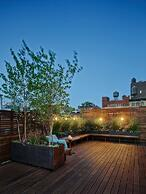 Ipe_deck_and_rooftop_garden_sanctuary-_Organic_Gardener_NYC.jpg