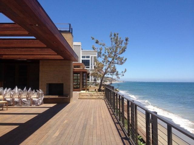 Ipe_decking_for_restaurant_in_Malibu_California_640x480