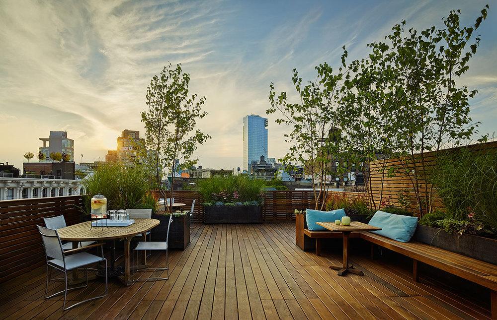 Ipe rooftop deck in New York by Organic Gardener