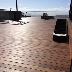 Ipe_rooftop_deck_in_Mill_Valley_California