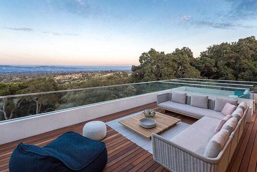 Machiche_hardwood_deck_with_panoramic_view