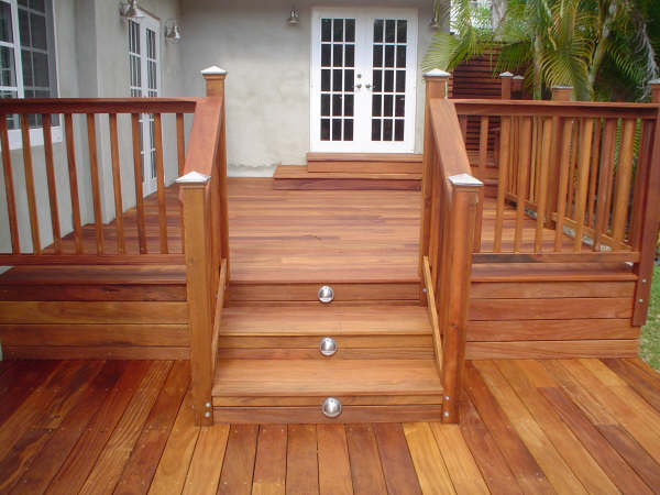 cumaru deck with lighted stairs