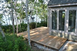 garapa_lakefront_deck_in_Maine_640x425.jpg