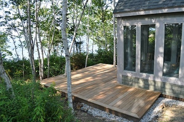 Garap decking by the lake