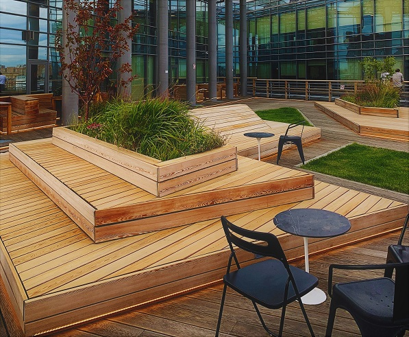 Garapa rooftop decking, benches and planters photo by Sergey Raikin