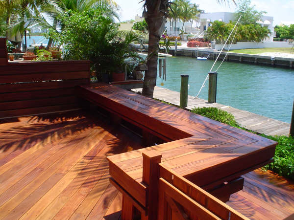 cumaru deck and built-in benches in Florida