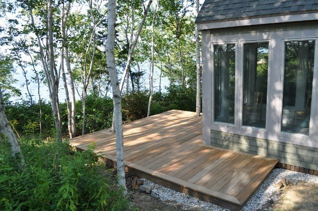 Garapa lakefront deck in Maine